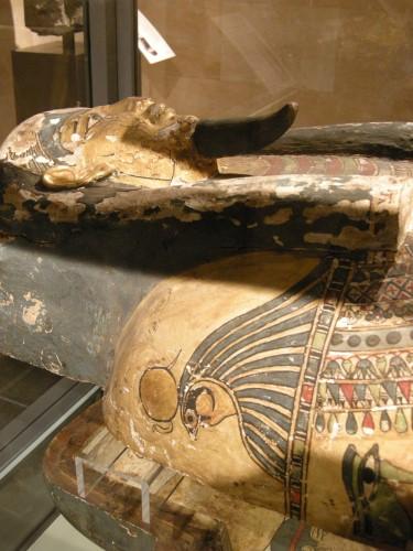 005エジプト彩色木棺のハヤブサ.JPG